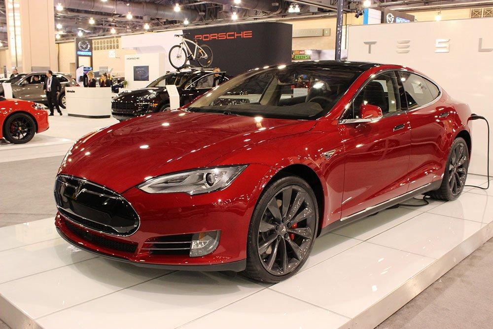 Tesla Model S sähköauto