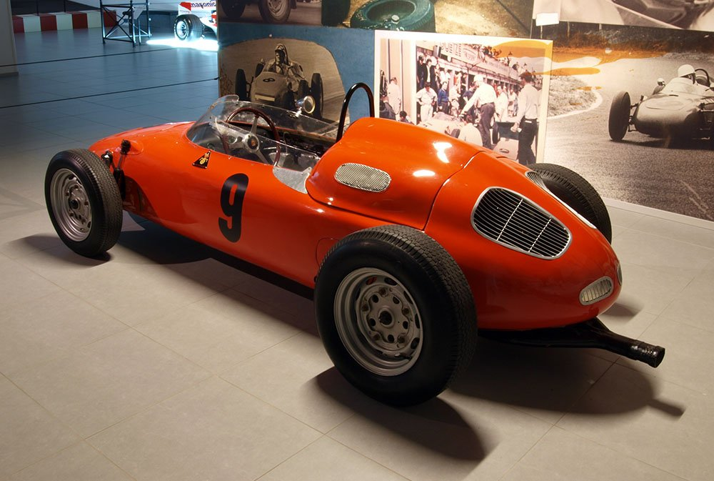 1960_Porsche_718slash2_Formula_II_Racing_Car_p2.jpg